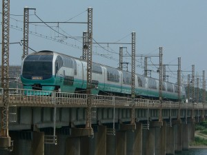 Super View Odoriko is serviced by newer car 251 series.