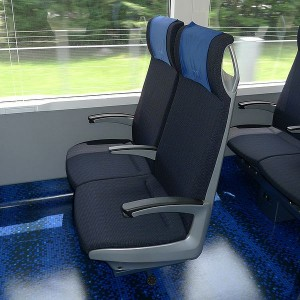 Keisei Skyliner seat (C) PekePON(talk)