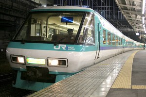 Green car that has panoramic window of Super Kuroshio (C) Sonic Rail Garden