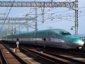 The newest train on Tohoku Shikansen E5 series (C) sukhoi37
