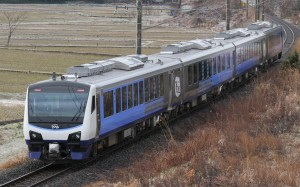 Resort Shirakami Aoike formation is operated by the newest hybrid train HB-E300 series.