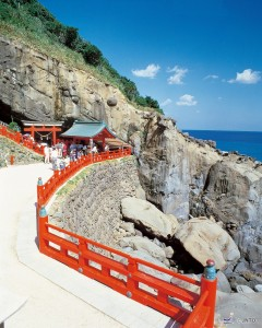 Udo Jingu shrine is located along the beautiful Nichinan coast. ©Miyazaki Prefecture Tourist Association and Miyazaki Convention Bureau/© JNTO