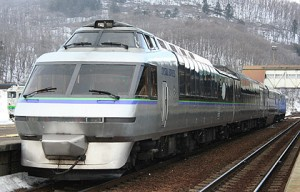 KIHA183 Crystal Express has higher passenger's deck and double passenger's deck. (C) Sonic Rail Garden