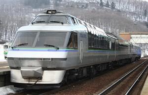 KIHA183 Crystal Express has higher passenger's deck and double passenger's deck. (C) Sonic Rail Garden