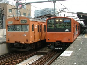 Osaka Kanjo line is operated very frequently. The train comes every 3 to 4 minutes.