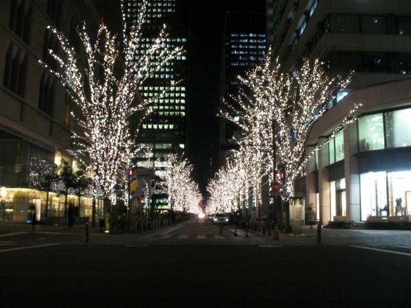 There are lots of night illumination between Marunouchi buildings. (C) JP Rail