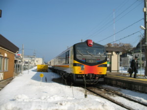 Resort Shirakami Kumagaera formation is operated by KIHA40 Kumagera cars. (C) JP Rail